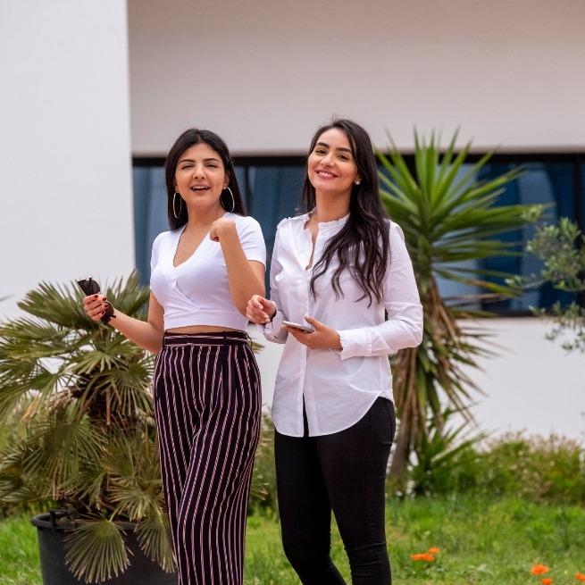 Etudiantes en Design sur le campus de l'UTC