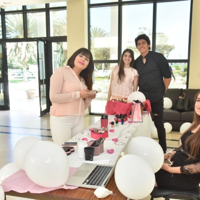 Journée-Vente-Étudiants-en-gestion-à-lUTC-Tunisie