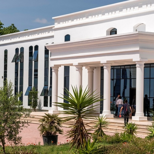 UTC-Courtyard-de-lUniversité-Tunis-Carthage-